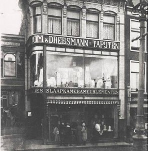 vroom-dreesmann_1904-295x300.jpg
