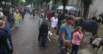734ste jaarlijkse paardenmarkt, Voorstraat in Voorschoten