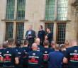 Handtekeningen brandweeractie overhandigd, Haagweg in Leiden
