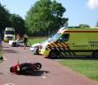 LEIDEN - Dinsdagmorgen 30 augustus heeft omstreeks 10:50 uur een ongeval plaatsgevonden op de Gooimeerlaan in Leiden. Twee ambulances en meerdere politie eenheden werden opgeroepen voor het ongeval. Bij het ongeval bleek het ongeval tussen een fietser en een scooter te hebben plaatsgevonden. De ter plaatse gekomen ambulancedienst heeft beide betrokkene nagekeken. Hierna zijn de fietser en de scooterrijder beide naar het ziekenhuis vervoerd. De oorzaak van het ongeval is onbekend.